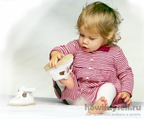 Как купить первую обувь для ребенка, не навредив его здоровью?